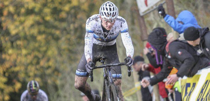 """Van der Poel: """"Zuur om een bijna zekere overwinning zo verloren te zien gaan"""""""