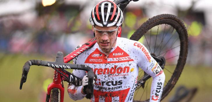 """Knieblessure houdt David van der Poel week van de fiets: """"Het valt mee"""""""