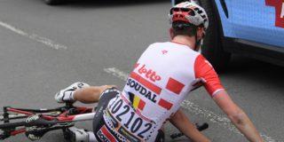 Enkele weken verplichte rust voor Tiesj Benoot na klapper in Parijs-Roubaix