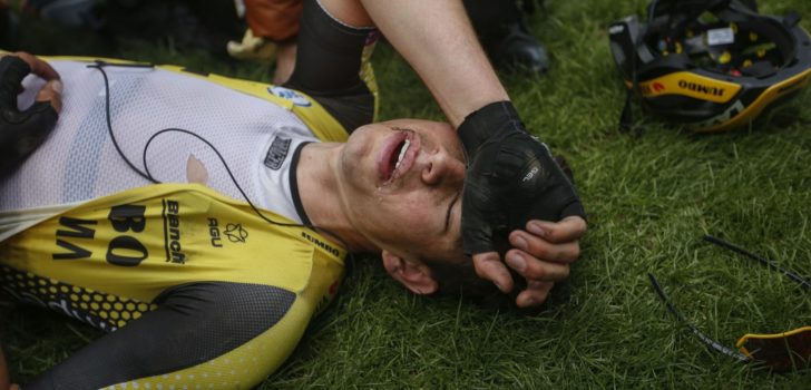 """Onfortuinlijke Van Aert: """"Het zit voorlopig niet mee in Roubaix"""""""