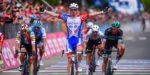 Giro 2019: Démare boekt eerste ritzege na ontregelde spurt