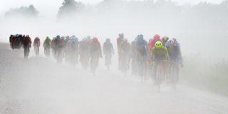 UCI-voorzitter David Lappartient denkt aan WK's over gravelwegen