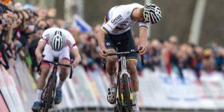 Mathieu van der Poel eert opa Poulidor met overwinning in Tabor