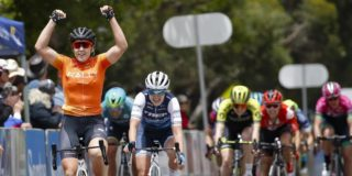 Chloe Hosking opent Women's Tour Down Under met sprintzege
