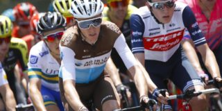 Materiaalpech kost Romain Bardet tijd in Tour Down Under