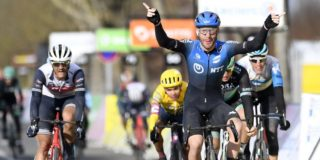 Nizzolo wint waaieretappe Parijs-Nice, Stuyven derde